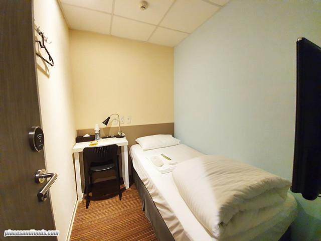 f hotel single room