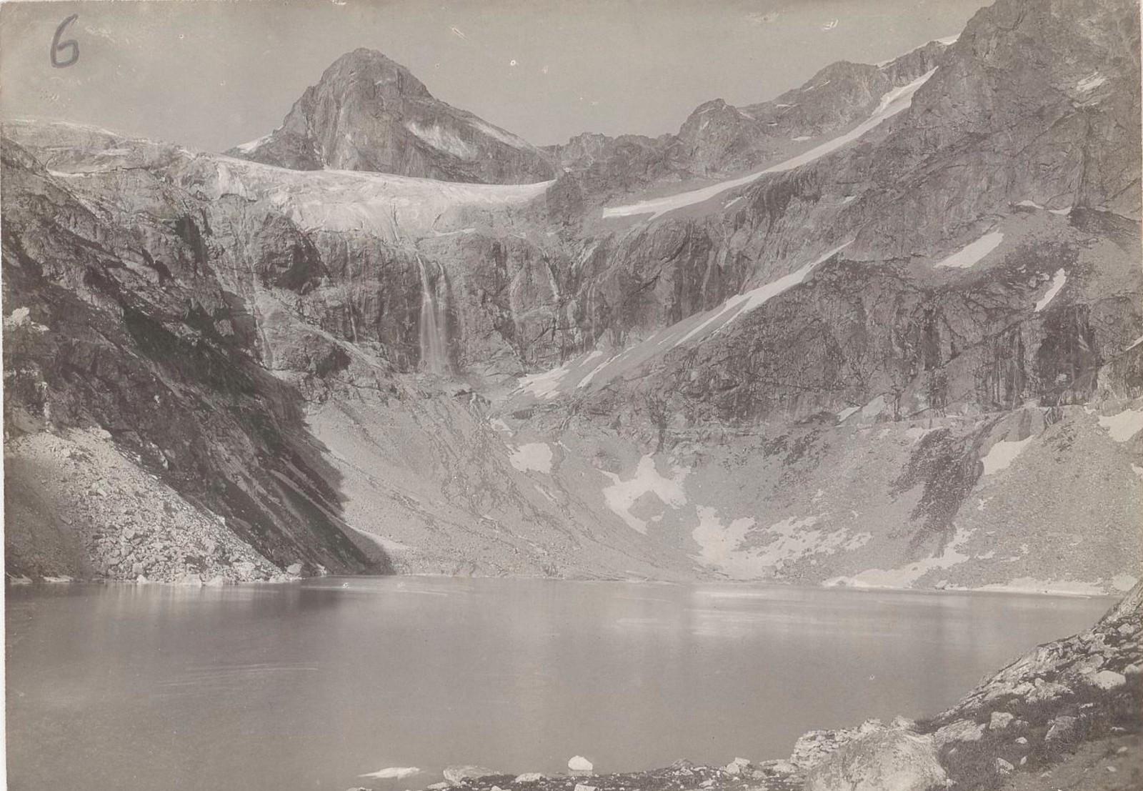 08. Западный Кавказ. Замерзшее озеро на перевале Клухова, август 1898