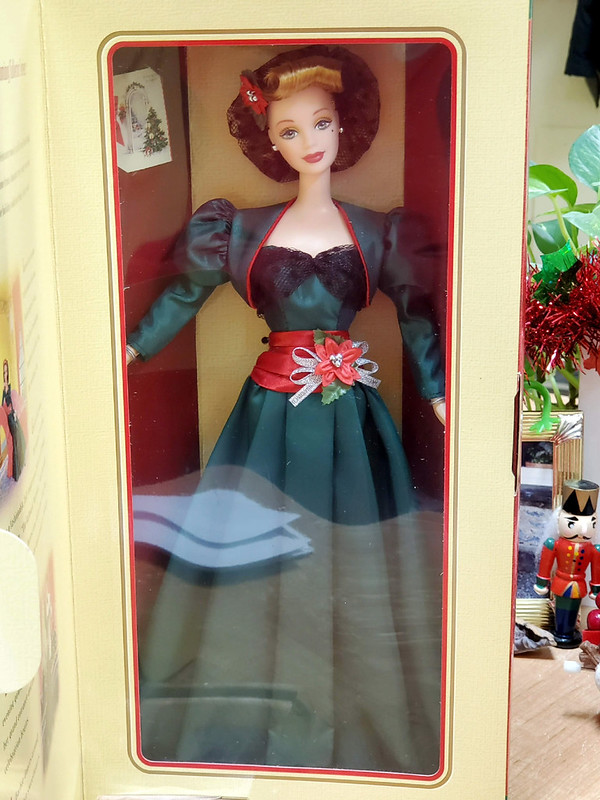 Holiday Sensation Barbie, 1998.  I came across her while looking at random holiday dolls, and she's so perfectly 1940's.  The greeting card makes me so happy - I love vintage cards and collect them.