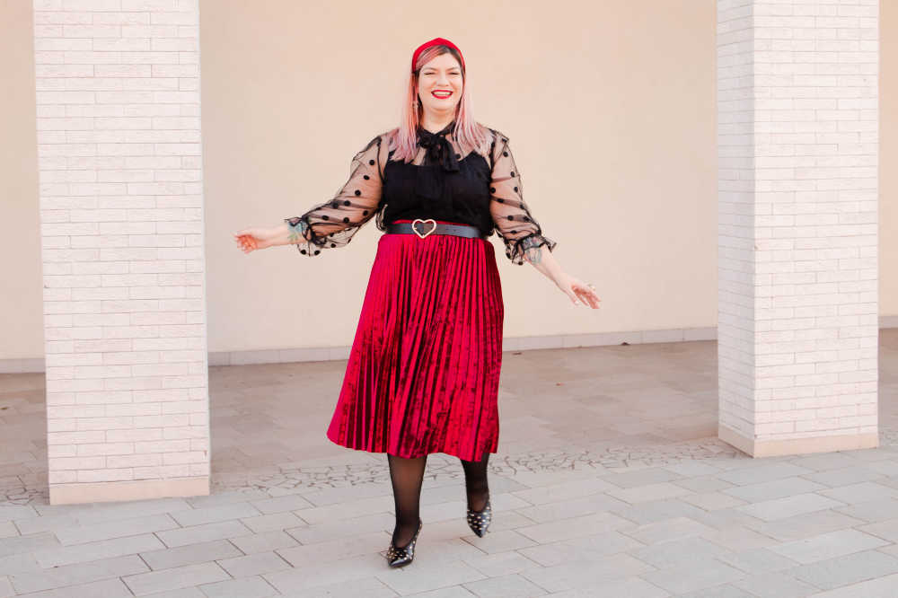 Outfit plus size curvy rosso e nero (3)