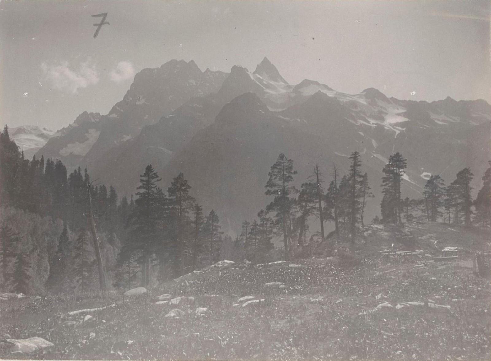 09. Западный Кавказ. Горы с северного склона перевала Клухова, август 1898