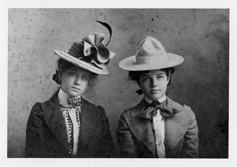 Historic Fashion - 1900s Women