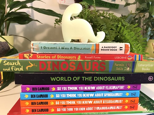 Dinosaur books my kids love - a list from a mom blogger at evinok.com