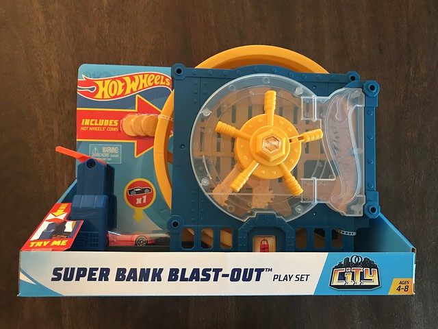 My boys, who are currently a 7yo and a 5yo have a lot of #hotwheels #playsets and this is a perfect addition to their #toy #collection. #jlsfinds #giftideas