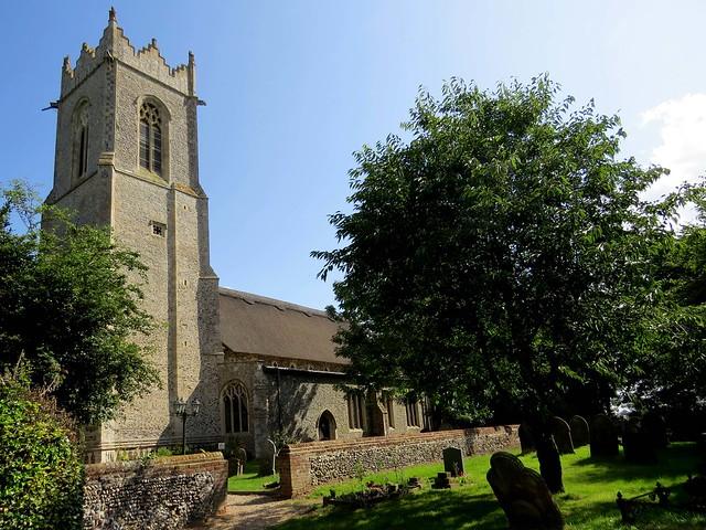 Norfolk, Caister-on-Sea - Holy Trinity Church (01).jpg