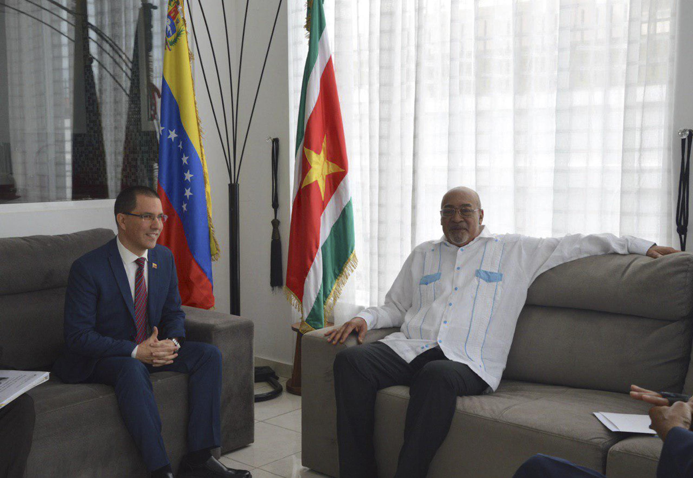 Presidente de Surinam Desiré Bouterse recibe al canciller Jorge Arreaza