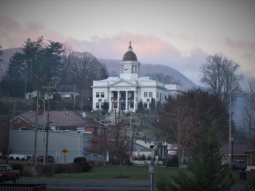 sylva northcarolina jacksoncounty courthouse jacksoncountycourthouse jacksoncountypubliclibrary smokymountains appalachianmountains appalachia sunday morning fog clouds gerrydincher downtownsylva ruralsouth clock 743 nc