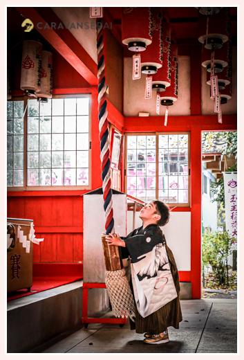 伊奴神社 鈴を鳴らす男の子 稲荷神社 名古屋市西区