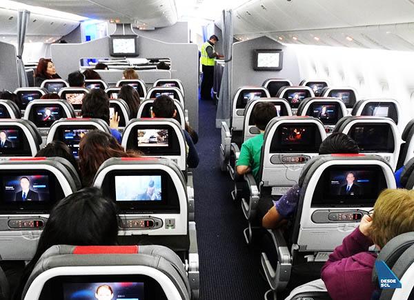American Airlines B777-200ER María Ayuda 3 (RD)