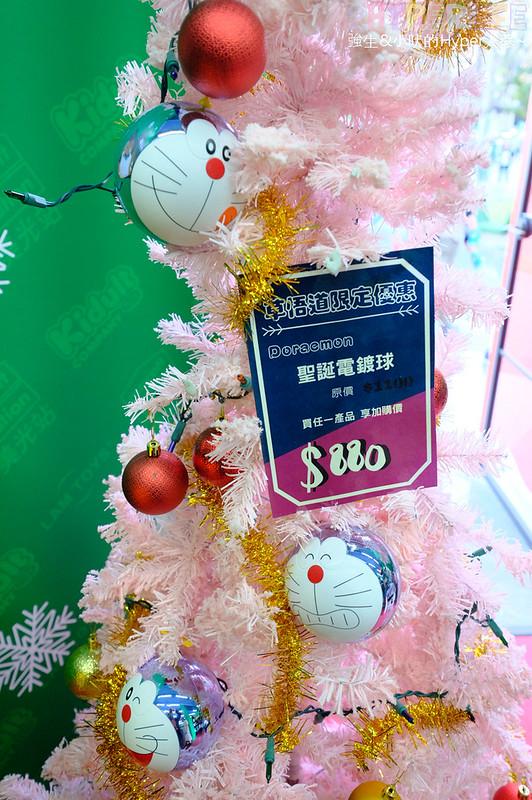 美光站聖誕潮玩快閃店│有超萌哆啦A夢發光聖誕樹,還有無敵鐵金鋼立像可拍照!杰司貼圖和盒玩產品也在呼換公仔迷呦~ @強生與小吠的Hyper人蔘~