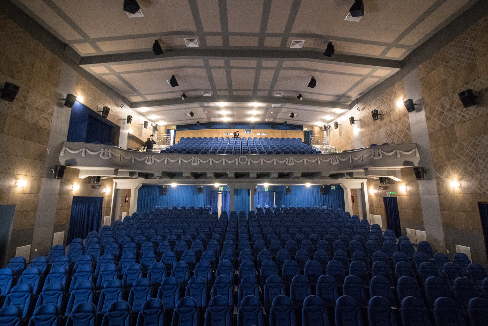 Koronavírus: bezárnak a szegedi színházak, mozik, uszodák, rendezvényeket mondanak le