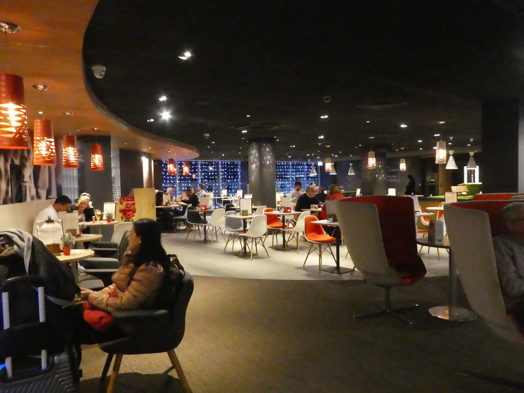 The open plan lobby lounge at the IBIS Heathrow