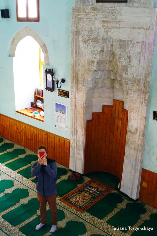 Турист в мечети