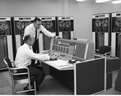23_0003702 IBM 7090 Computer Data Processing System being Used