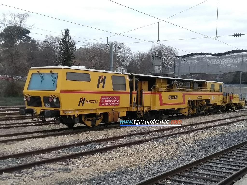 Une bourreuse Framafer AC 09 F(i) de l'entreprise Meccoli en gare d'Aubagne-en-Provence