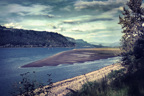 columbiariver sandisland roosterrock statepark or oregon water river