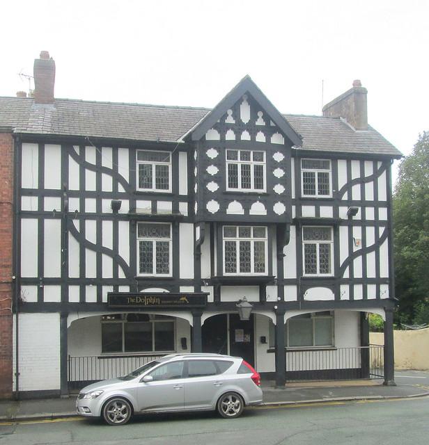 Tudor style S (windows)