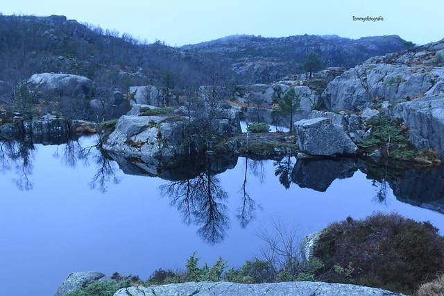 Blue hour the whole day in winter at the prekestolentrail. In English this rock is called pulpitrock