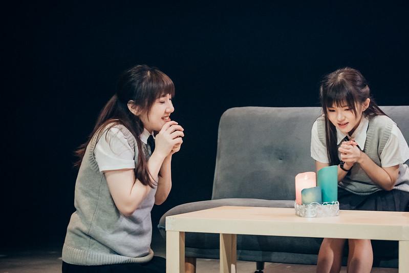王敏(左)、蔡懿宣(右)飾演性格迴異的雙胞胎,卻因許願意外交換了身體。圖/謝芳茵提供