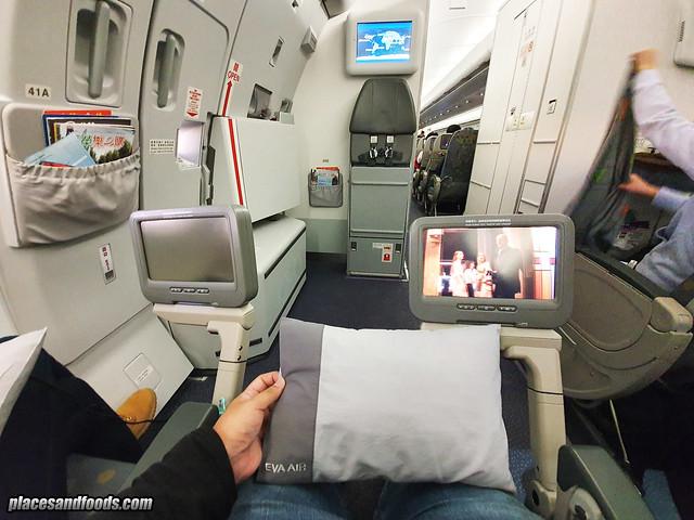eva air flight emergency seat