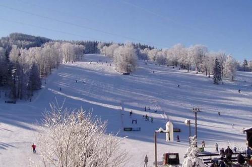 Jednodenní skipas ve Ski centru MIROSLAV s 30 % slevou