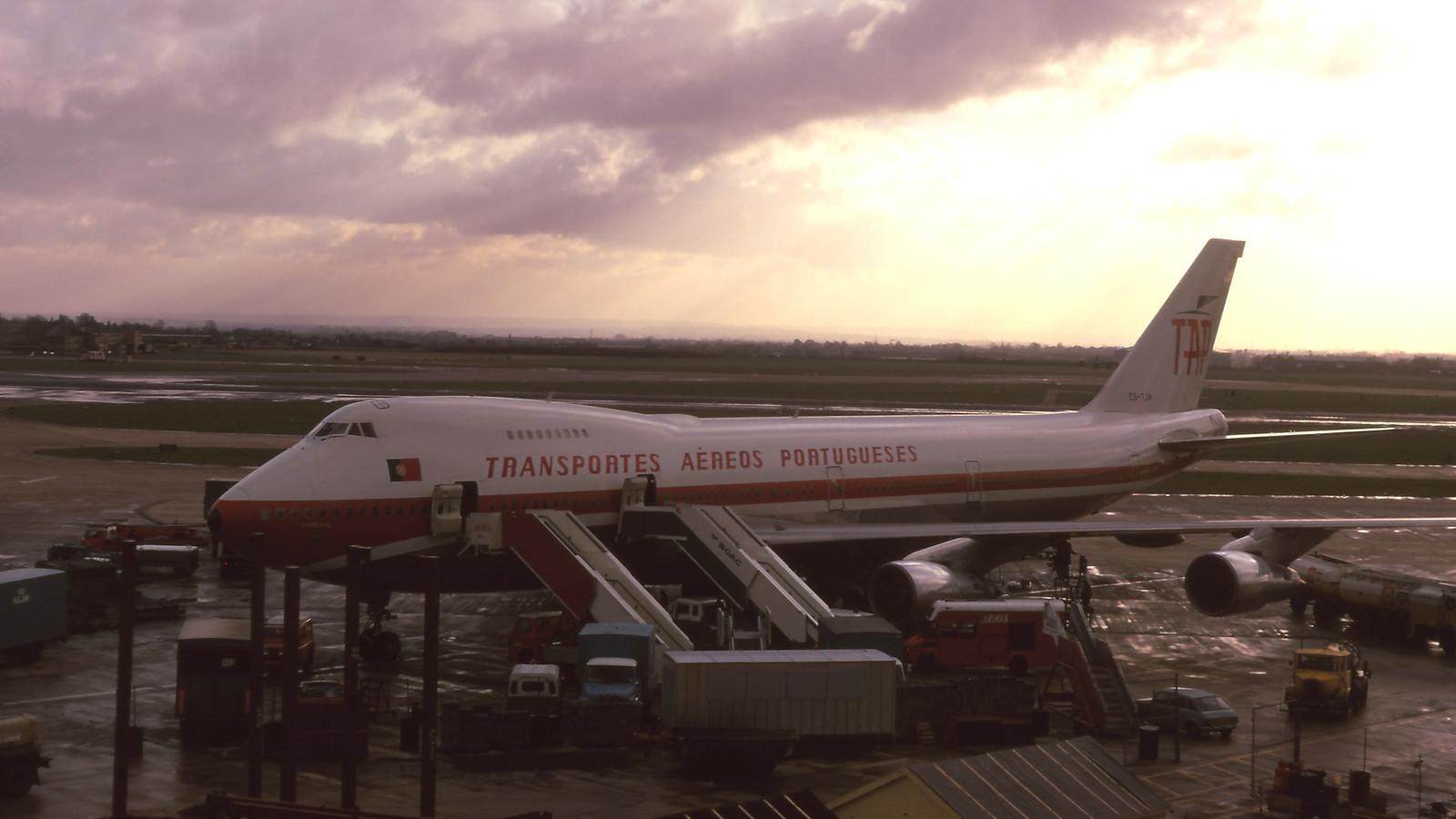 B747 CS-TJA «Portugal», Heathrow (Ray Pettit, 8/XII/1973)