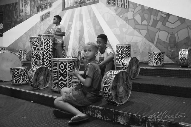 Mang ens 191214 001 Bateria grid instrumentos meninos da Mangueira boa PB