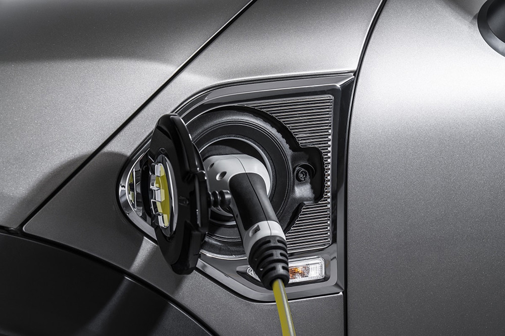 2018-Mini-Countryman-Plug-In-Hybrid-Charging