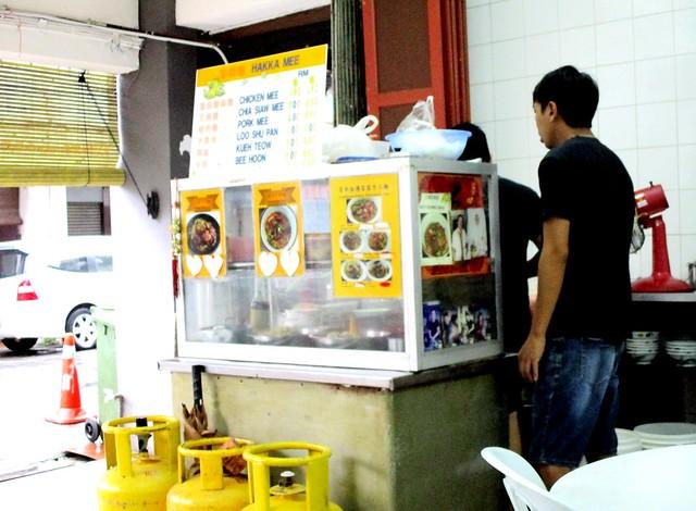 Traditional Hakka handmade noodles stall