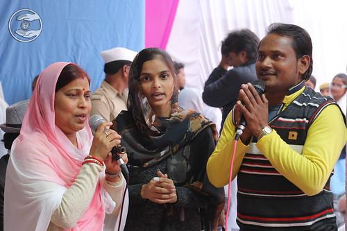 Devotees presenting devotional song