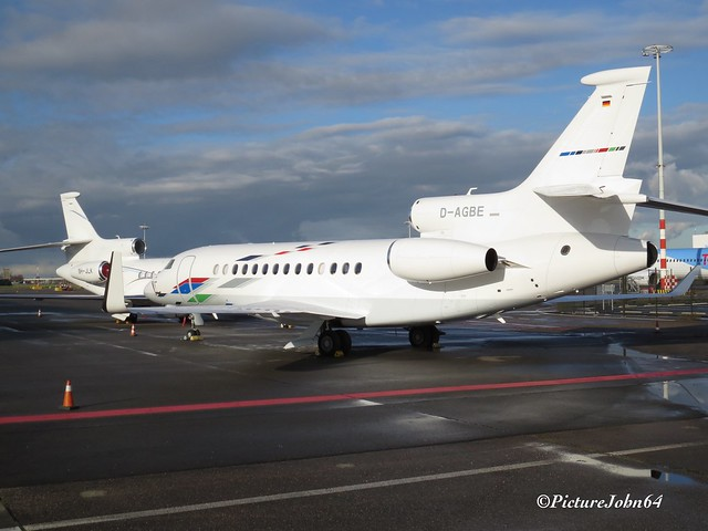 VW Air Services Dassault Falcon 7X (D-AGBE) at Schiphol East