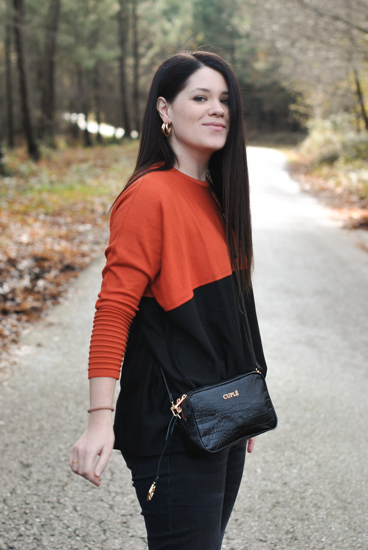 OF-20191220-OUTFIT-CUPLE-BOLSO-JERSEY-PENDIENTES-008