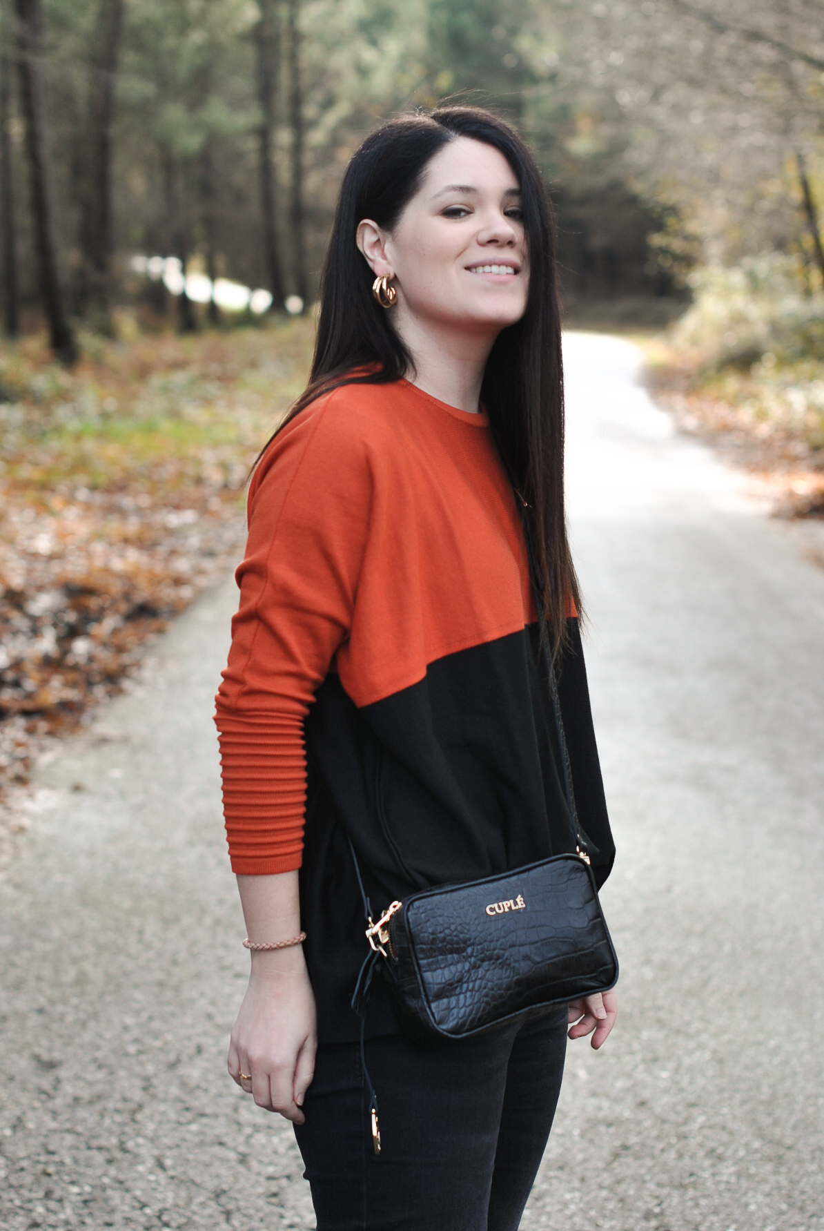 OF-20191220-OUTFIT-CUPLE-BOLSO-JERSEY-PENDIENTES-009