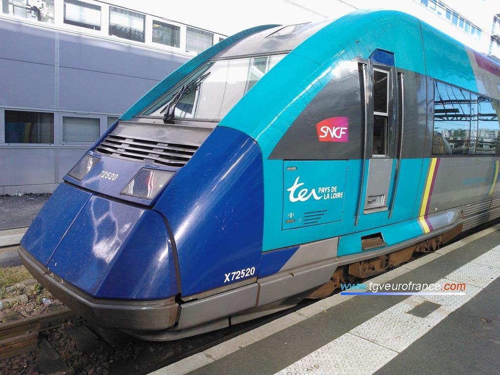 L'autorail thermique X72519-X72520 TER SNCF Pays de la Loire en gare de Tours