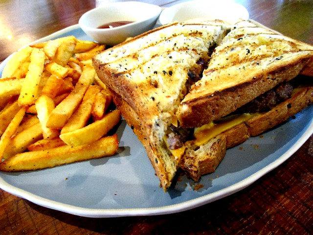 Commons, Kuching patty melt