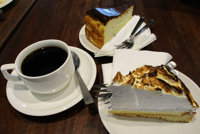Commons, Kuching burnt cheesecake and lemon meringue pie