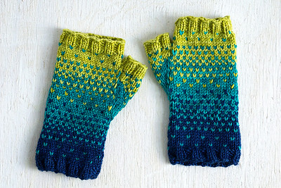Drops of Spring Mitts by Quinn Reverendo is a free Ravelry download pattern using Alegria Bocados