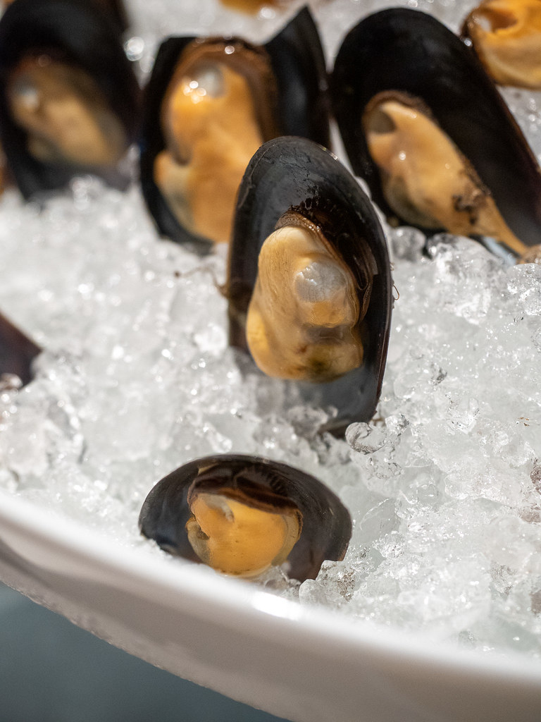Mussels on ice at the buffet restaurant of Four Seasons Hotel Kuala Lumpur