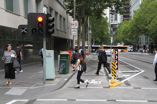 Separate bike lane southbound on William Street at Little Lonsdale Street