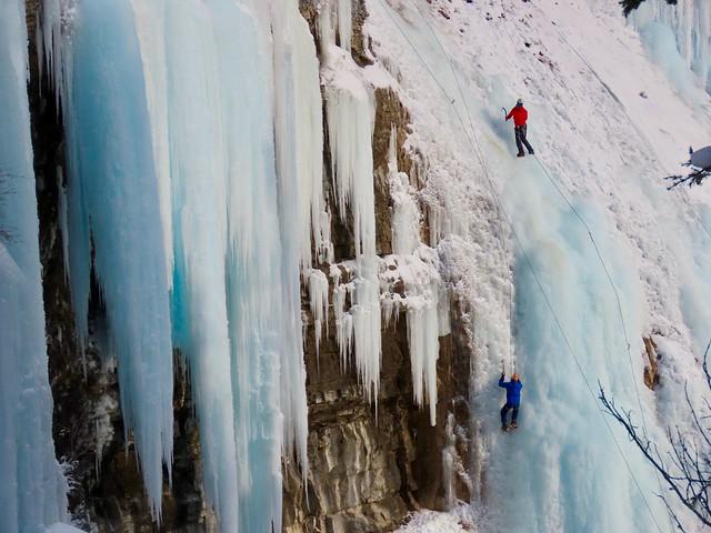 Johnston Canyon / Inkpots Winter Hike - Ice climbers