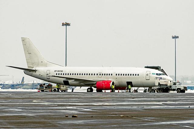 SCAT Air 737-300