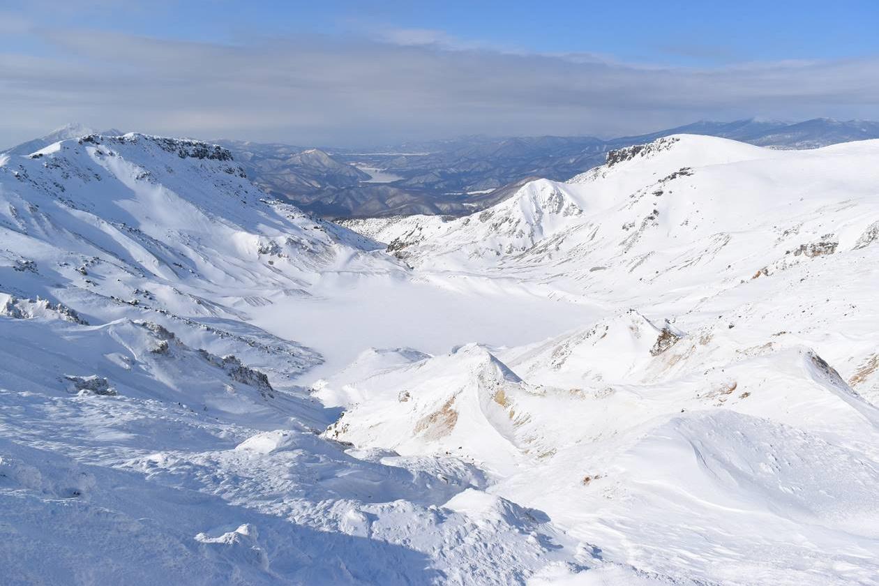 冬の安達太良山 凍結した大火口