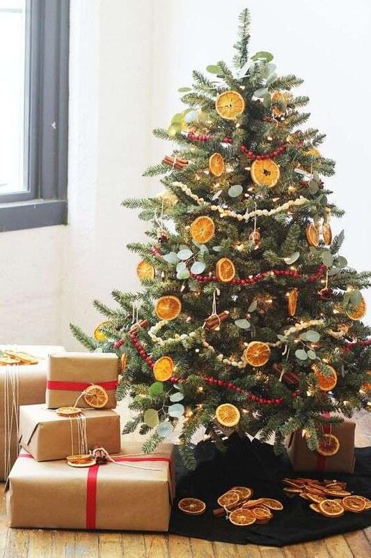 Idee per decorare un albero di Natale verde