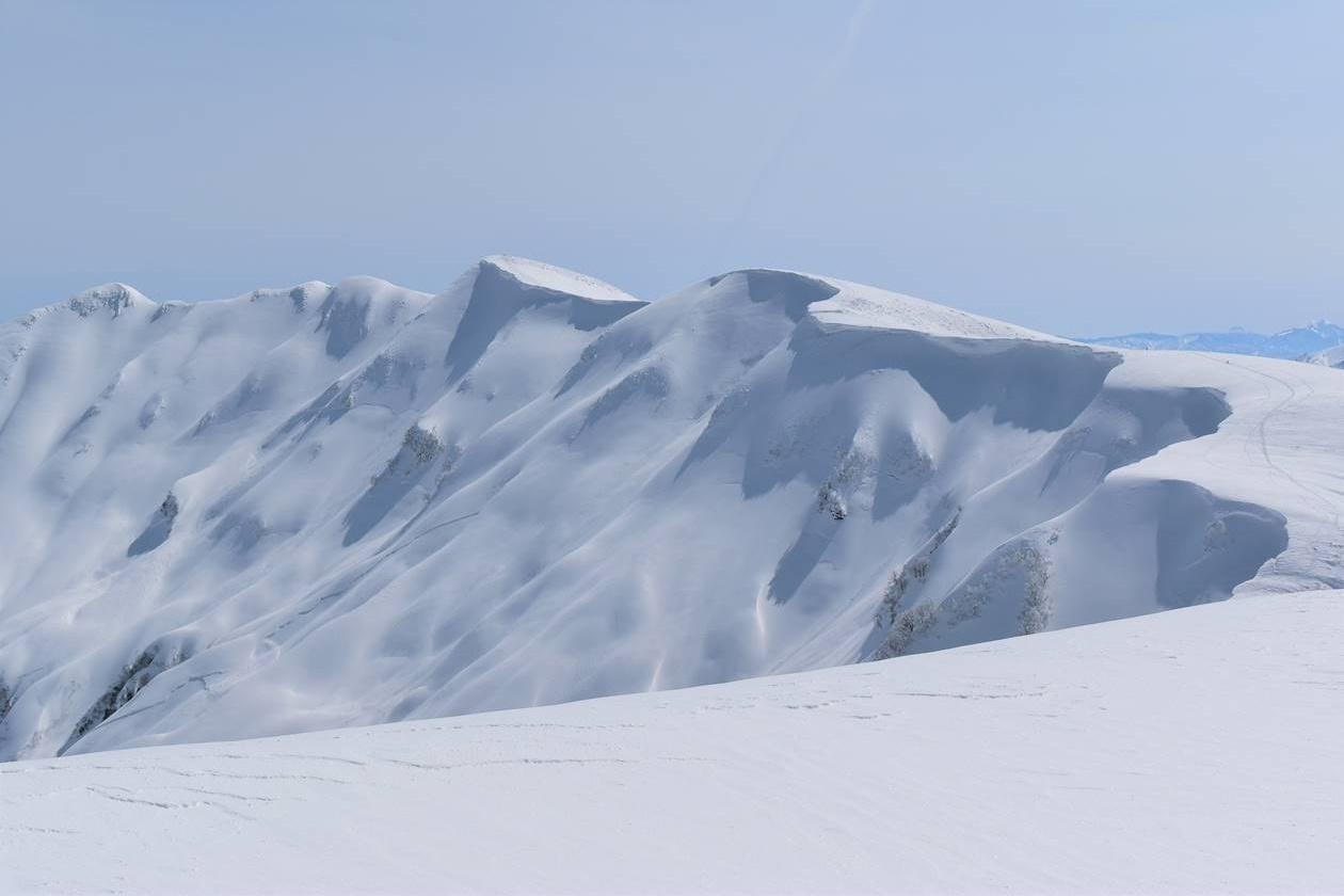 守門岳の大雪庇 日帰り雪山登山