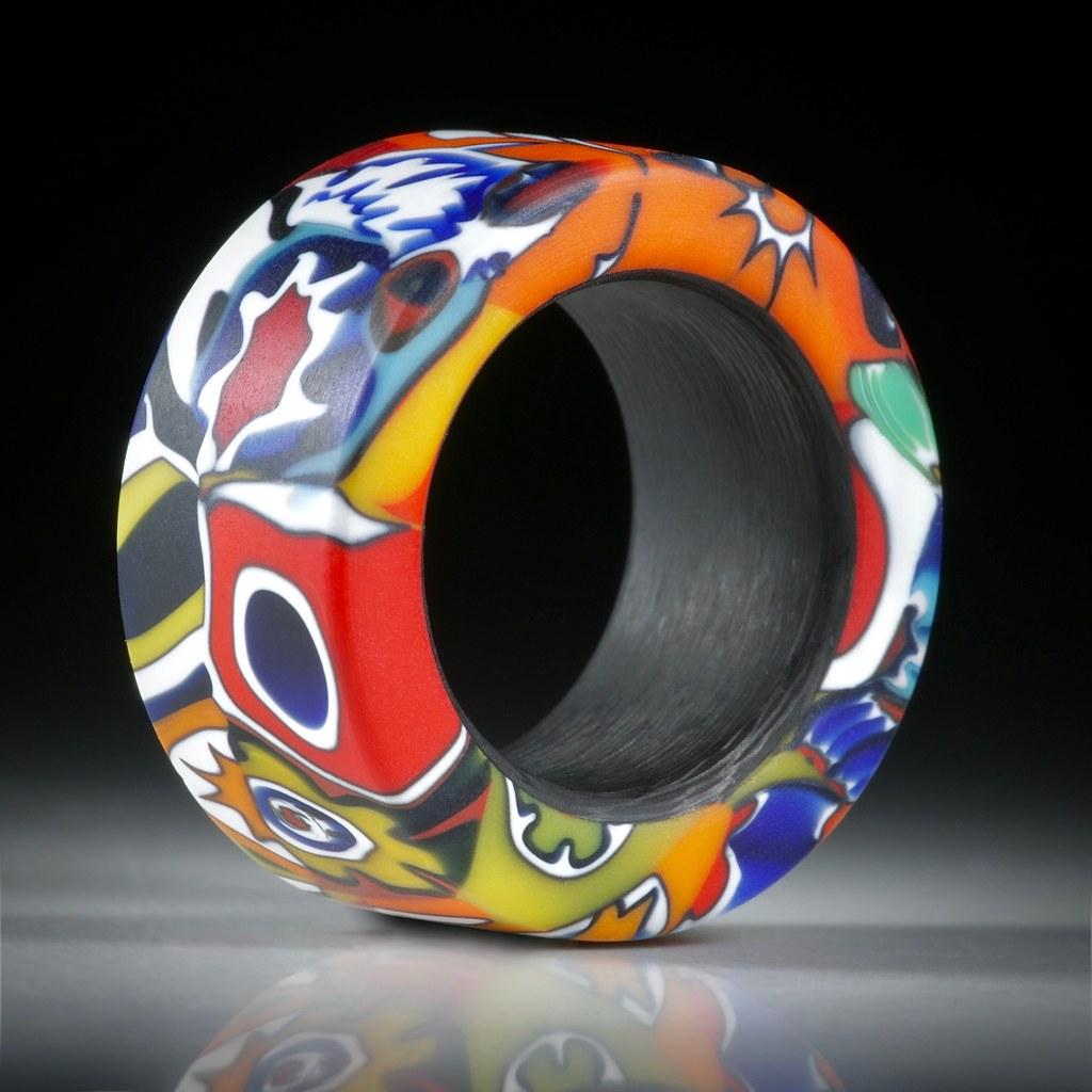 Fingerring Millefiori, parallel geschliffen, Flachprofil mit gerundeten Innenkanten, mit Karbon Innenring, Durchmesser 16.3mm