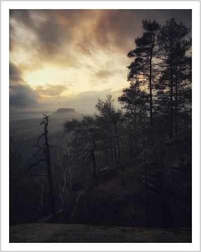 sachsen saxony sächsischeschweiz saxonswitzerland elbsandsteingebirge elbesandstonemountains aussicht lilienstein ochelwände waitzdorf himmel sky wolken clouds sunset sonnenuntergang landschaft landscape natur nature