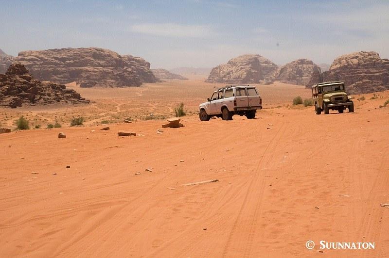 Wadi Rum, maisema, jeep