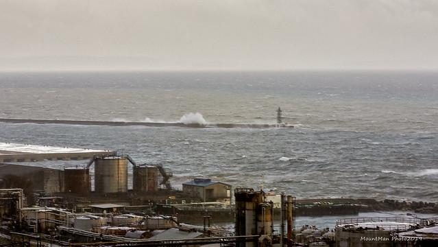 Razbijanje valova o stijene i obalu 21. 12. 2019. (1)