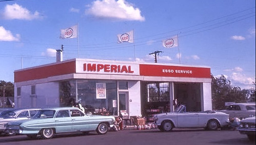 1960s view of the Imperial Esso Station near the Baseline and Woodroffe intersection