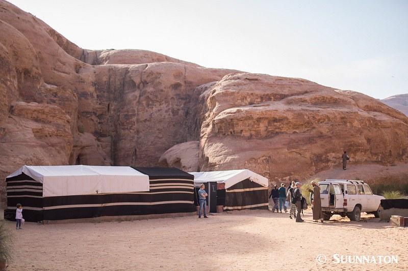 Beduiinileiri, Bedouin Directions, camp